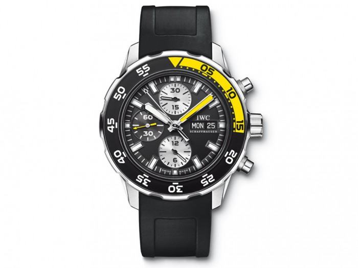 As a diver watch, this white scale replica IWC watch specially adopted the bright yellow color, providing the best readability under the water.