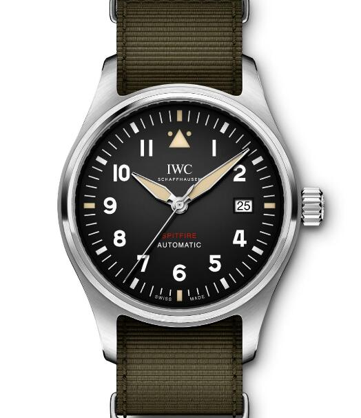 The timepiece looks generous and gentle which is a good choice for men.